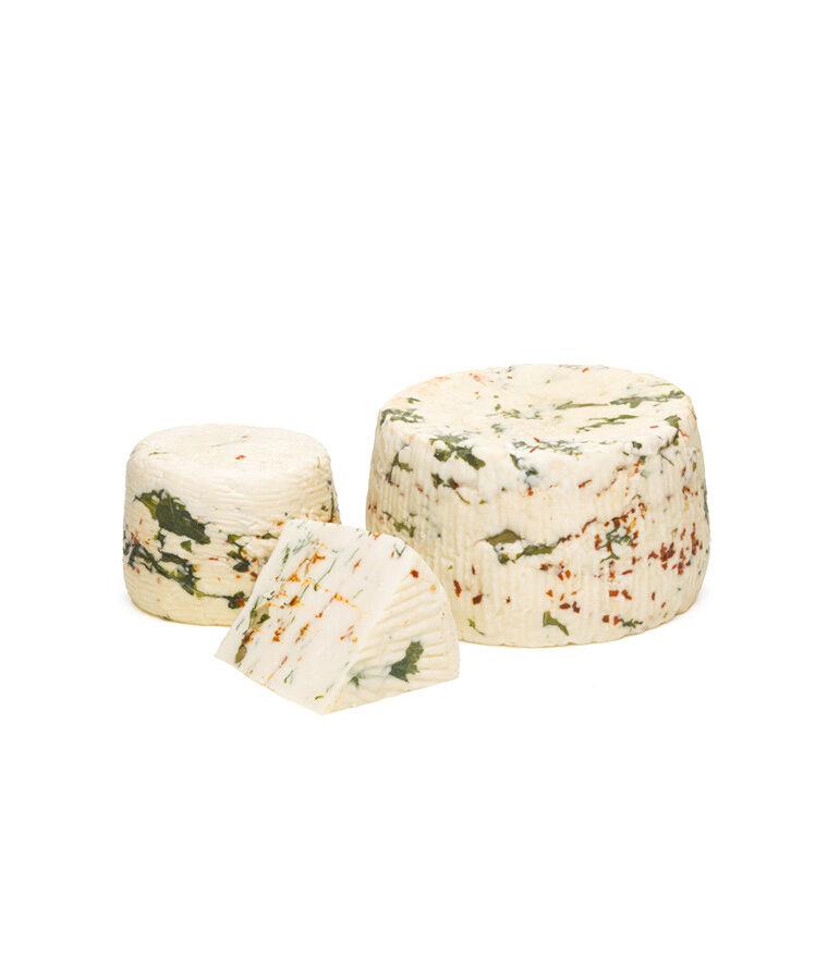 formaggio ai sapori siciliani con olive, rucola e peperoncino